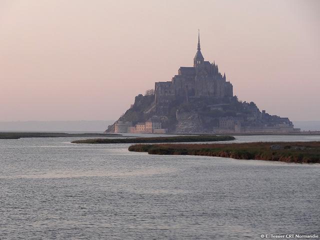 """画像2: """"西洋の驚異""""と称される孤高の寺院へ。"""