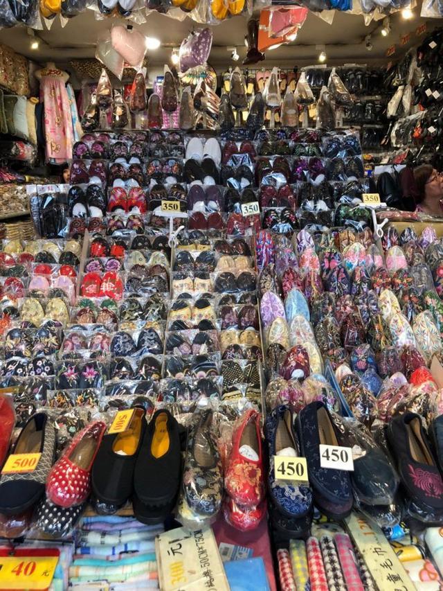 画像2: 好みの一足を宝の山から探し出す。「手工繍花鞋」で女性へのギフトを見つけよう