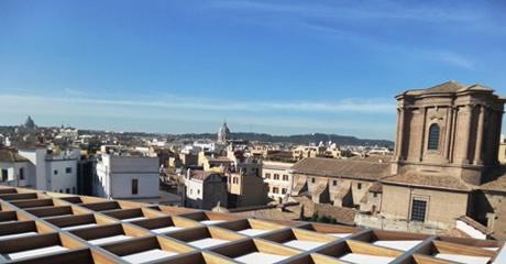 画像: テラスから望むローマの街もまた格別