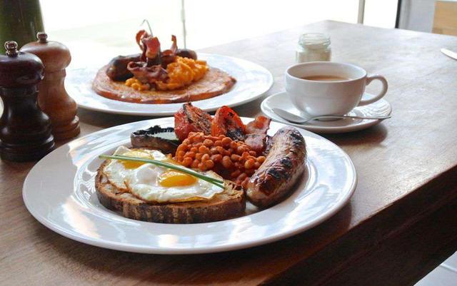 画像: イギリスの伝統的な朝ごはん「イングリッシュブレックファスト」。こちらはすべて手づくりのグルメ版