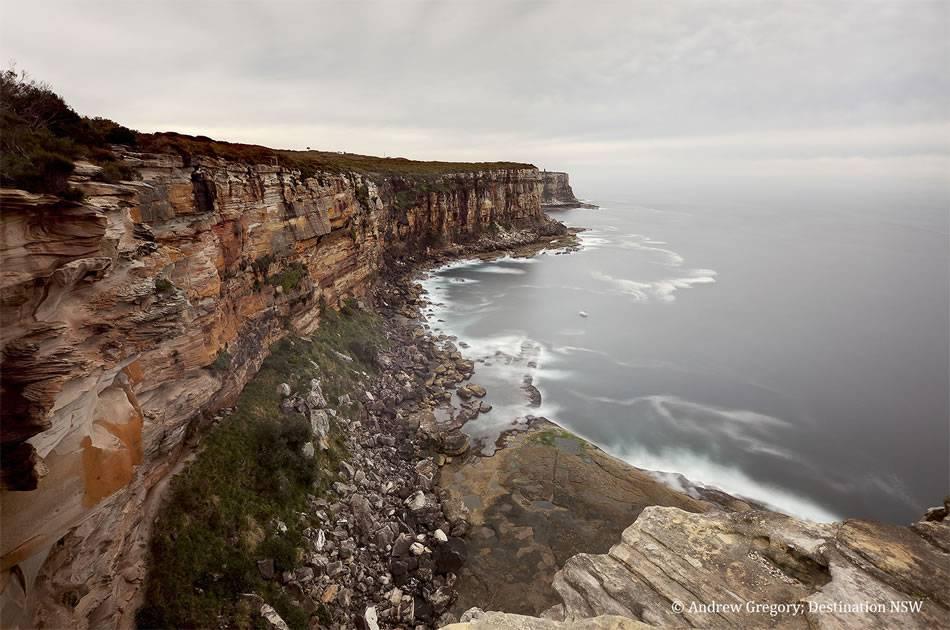 画像: アーティラリー ルックアウトからの眺め。オーストラリア大陸東端の迫力ある断崖絶壁が広がる
