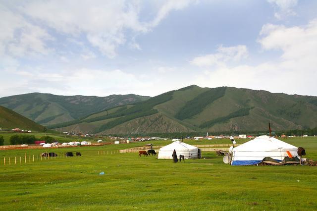 画像: 見渡す限りの大草原を楽しむツーリストキャンプ「ウンドゥルドブ」