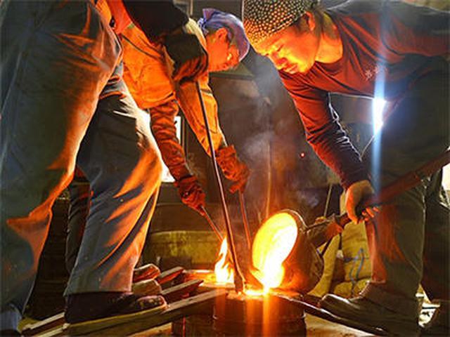 画像: 鉄瓶に命が吹き込まれる瞬間 職人の仕事は本当にかっこいい