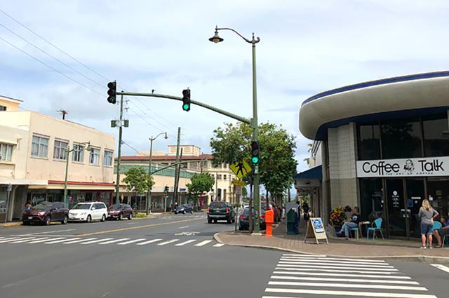 画像: ジェイクお気に入りのカフェ、Coffee Talkはカイムキのワイアラエ通り沿いにある。