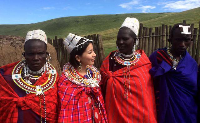 画像: ケニアとタンザニアに住む「マサイ族」の女性たちと(nagi yoshida、2014年)