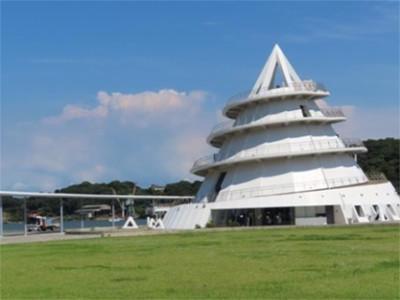 画像: 三角東港のシンボル「海のピラミッド」