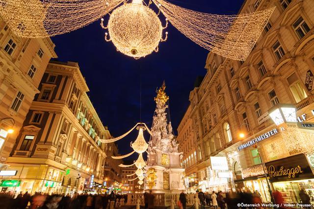 画像: クリスマスシーズンの、ウィーンの街なかの様子