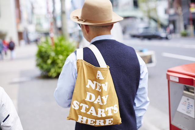 画像: 「旅は非日常ではなく、日常の延長線上にある」という岡本さんにとって、東京の街を歩くことも「旅」になる