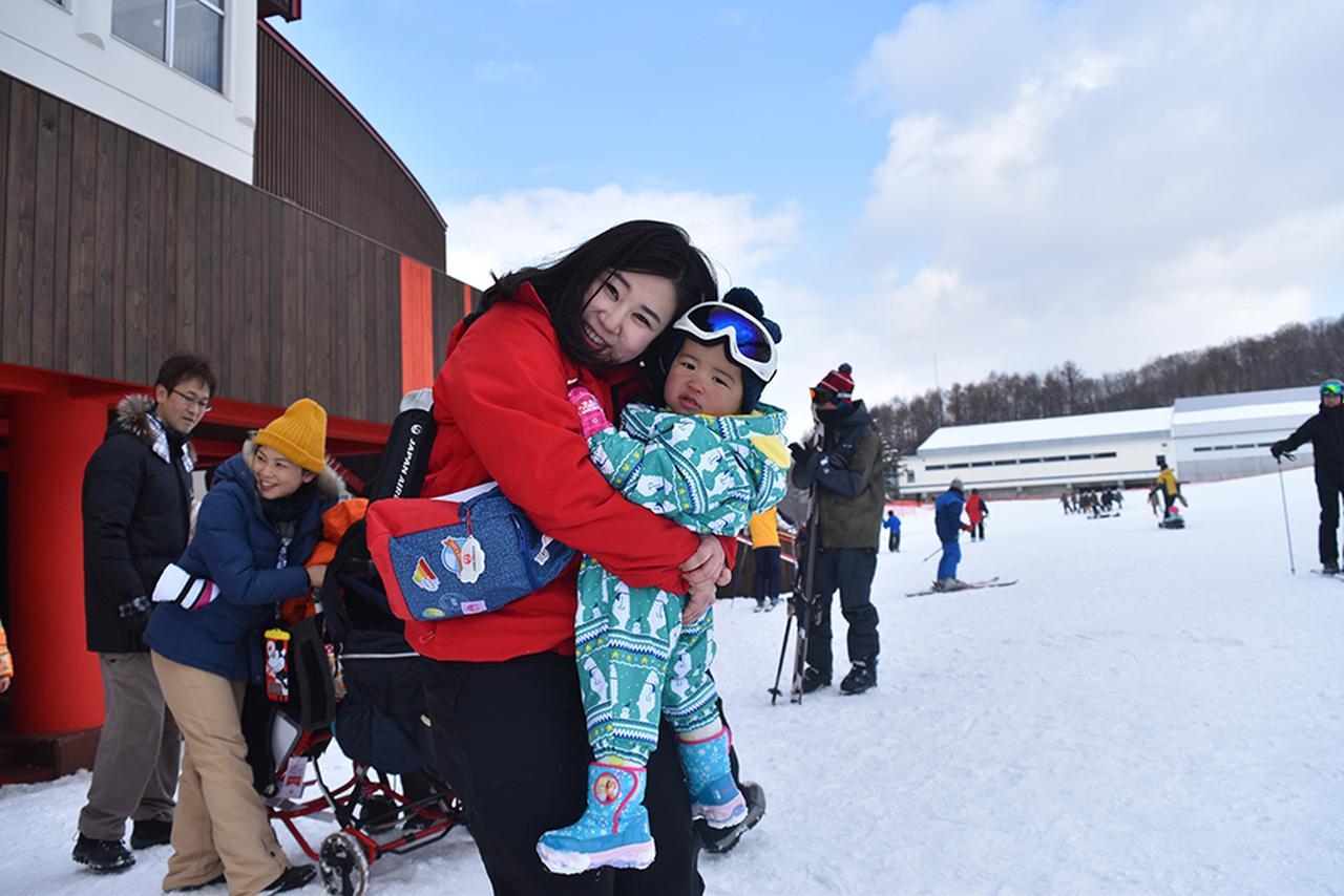 画像: 子どもたちはスタッフに見守られ、親御さんと離れている間も雪あそびを楽しんだ