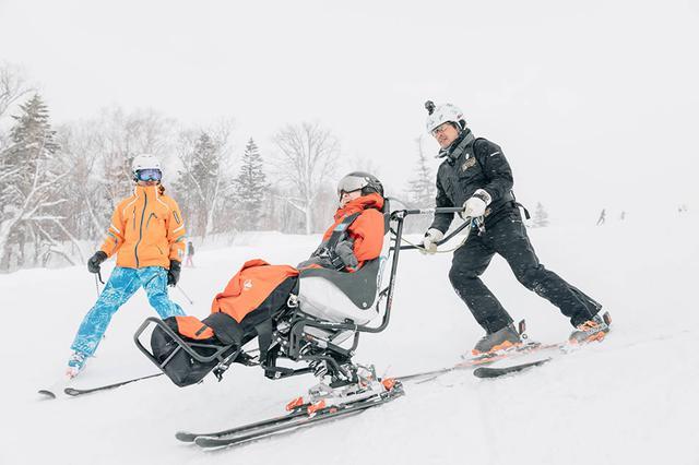 画像: 今年1月の『車いすで、雪あそび。』ツアーのようす(撮影:下田直樹)