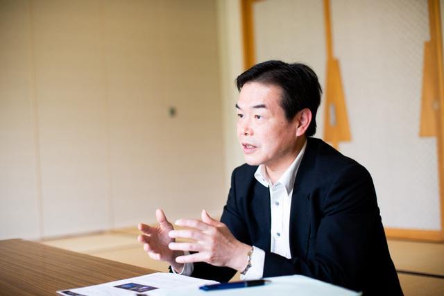 画像: 住民の方から気さくに声をかけられていた稲垣さん。地元からの信頼も厚い