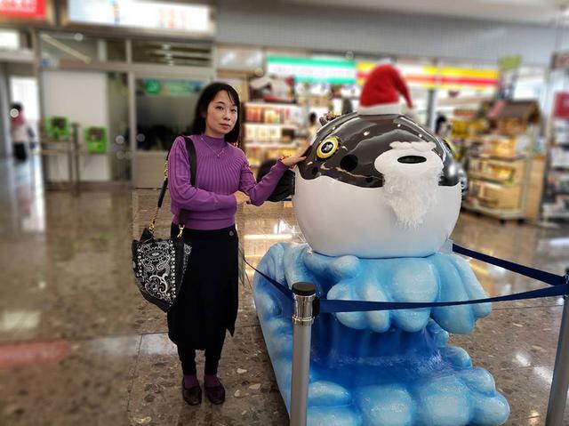 画像: 空港内で発見したふぐのオブジェ。ふぐが名物だったと気付かせてくれます。