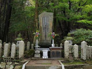 お局塚(小宰相局)