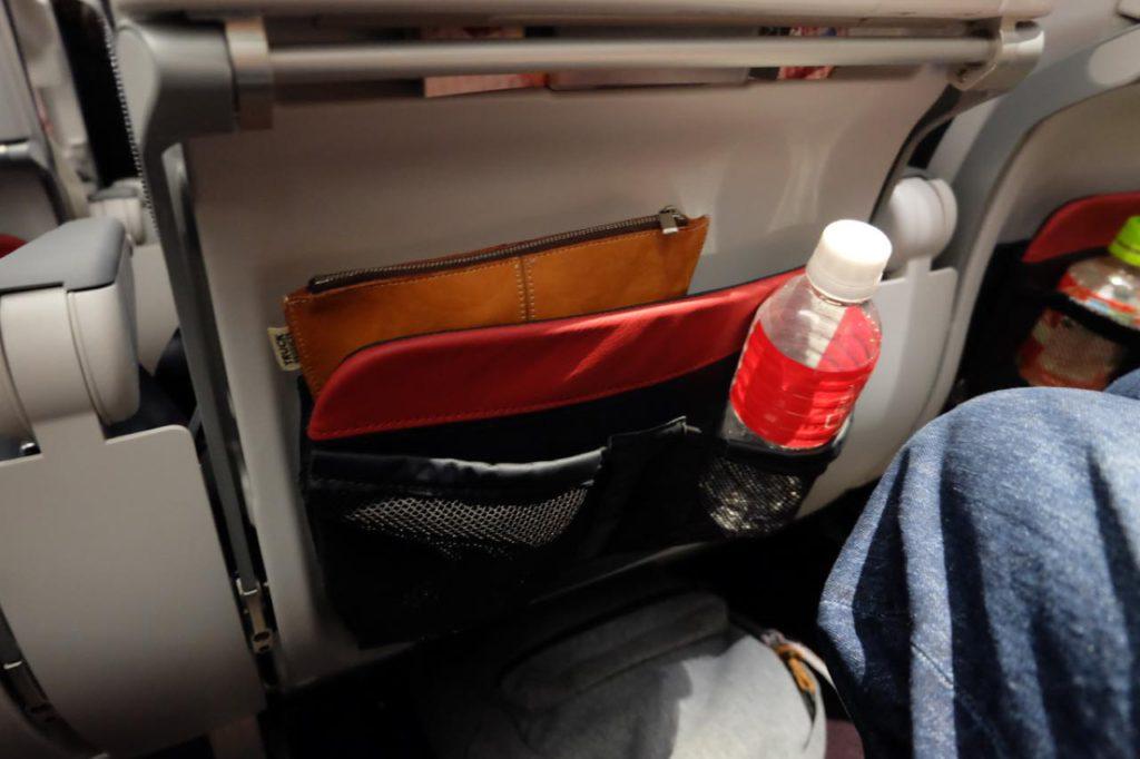 画像3: 「便利なカップホルダーや小物入れに加え、足もとが広く、子連れにはありがたい配慮です」
