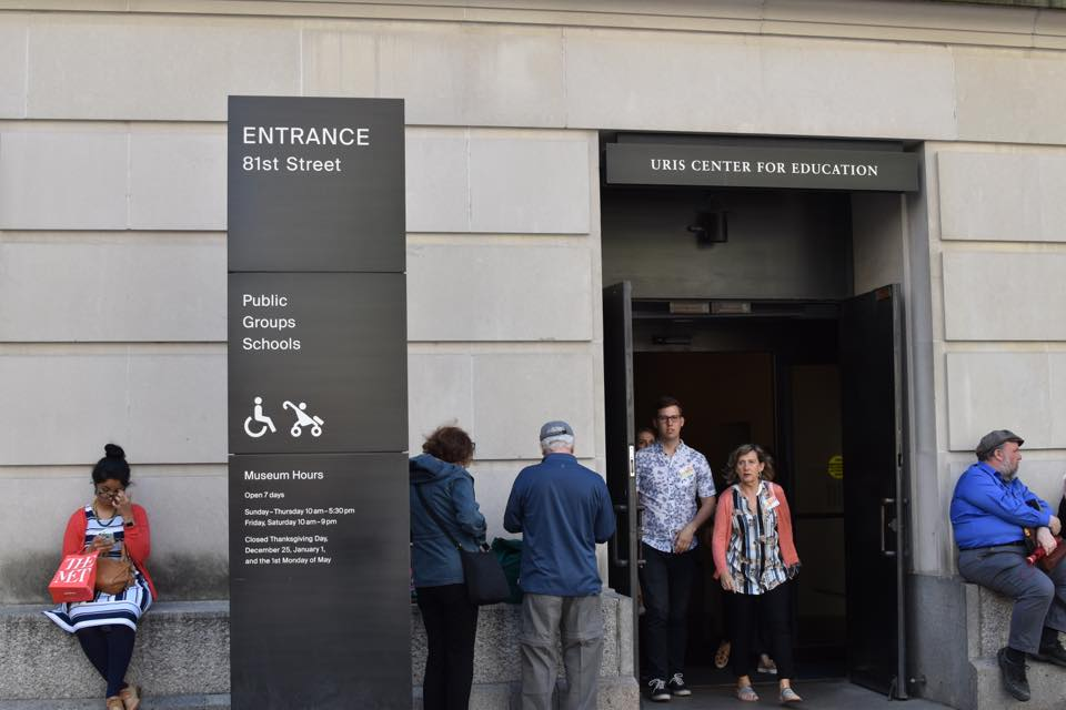 画像: 車いすやベビーカーで入れるメトロポリタン美術館のバリアフリー入口