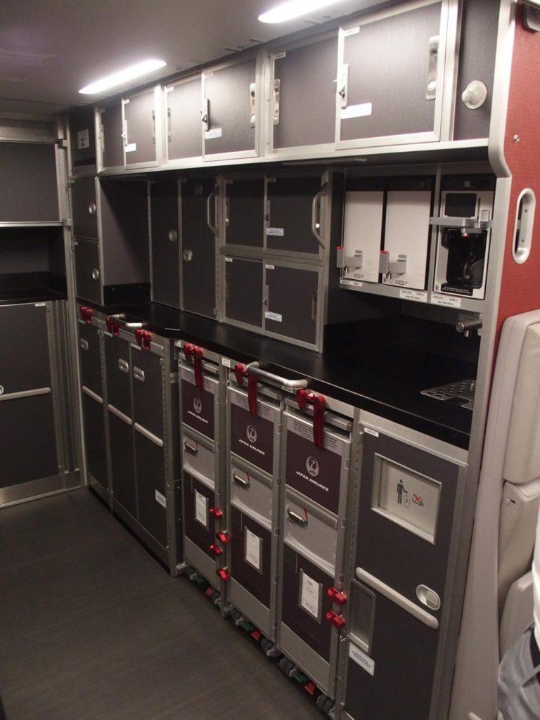 """画像2: Airbus社の""""日本好きチーム""""と、世界でひとつのJAL仕様を目指して"""