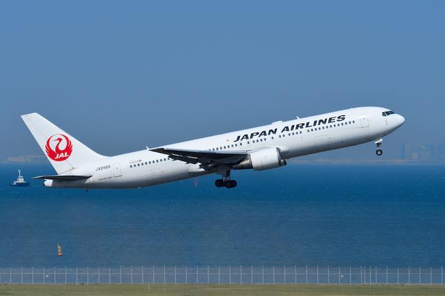 画像: Q:飛行機の離着陸シーンをダイナミックに撮るコツを教えてください。
