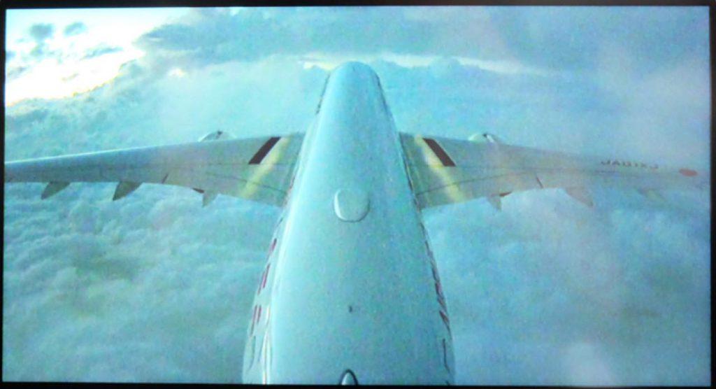 画像1: 「個人モニターに映る離着陸の様子に、子供たちが大興奮!」