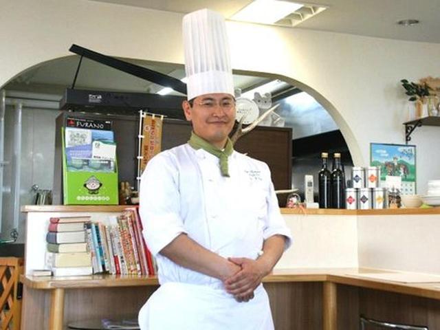 画像: オーナーシェフの遠藤謙二さんは、北海道・和寒の出身。札幌のホテルで腕を揮い、こちら富良野で自分のお店を構えました。