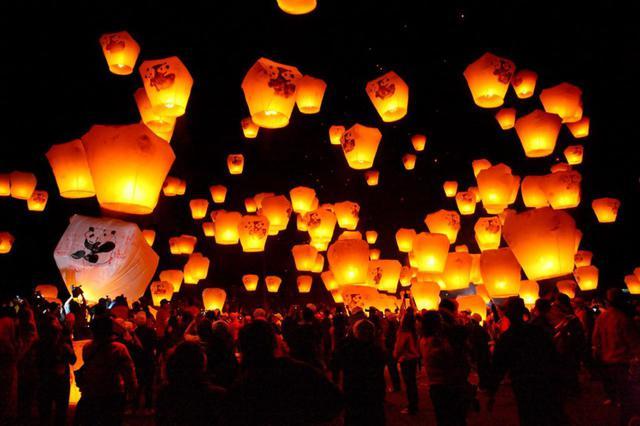 画像1: 【台湾の2大ランタン祭りとは】「平渓天燈節」と「台湾ランタンフェスティバル」