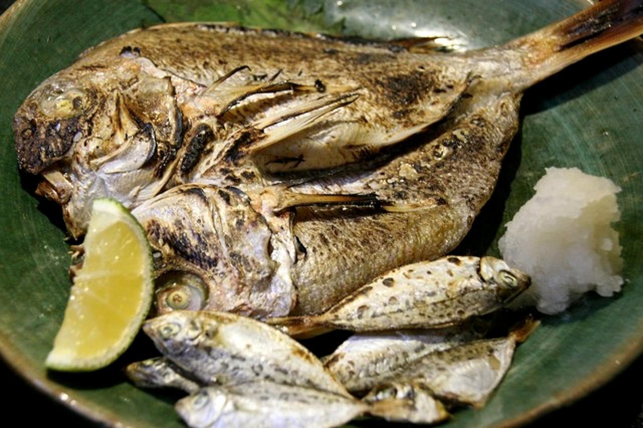 画像: 真鯛の一夜干しは香ばしさと厚みと旨みが絶妙。山口で採れる平太郎も小ぶりながらもふっくらしている