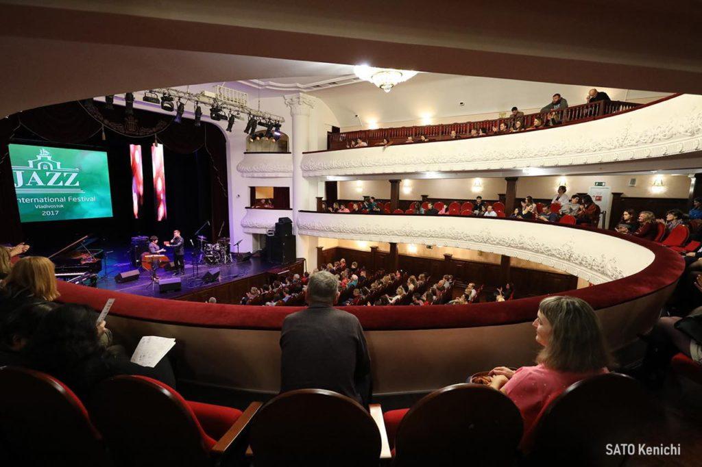 画像1: 背伸びしすぎない、音楽鑑賞。「沿海州立フィラルモニアコンサート劇場」で文化に触れる