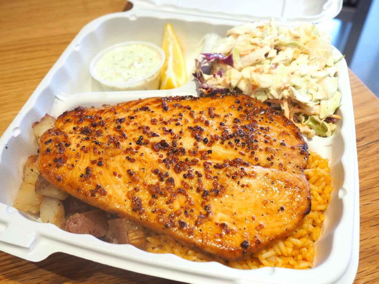 画像: パイア・フィッシュマーケット・ワイキキの「新鮮な魚のプレートランチ」。価格は時価