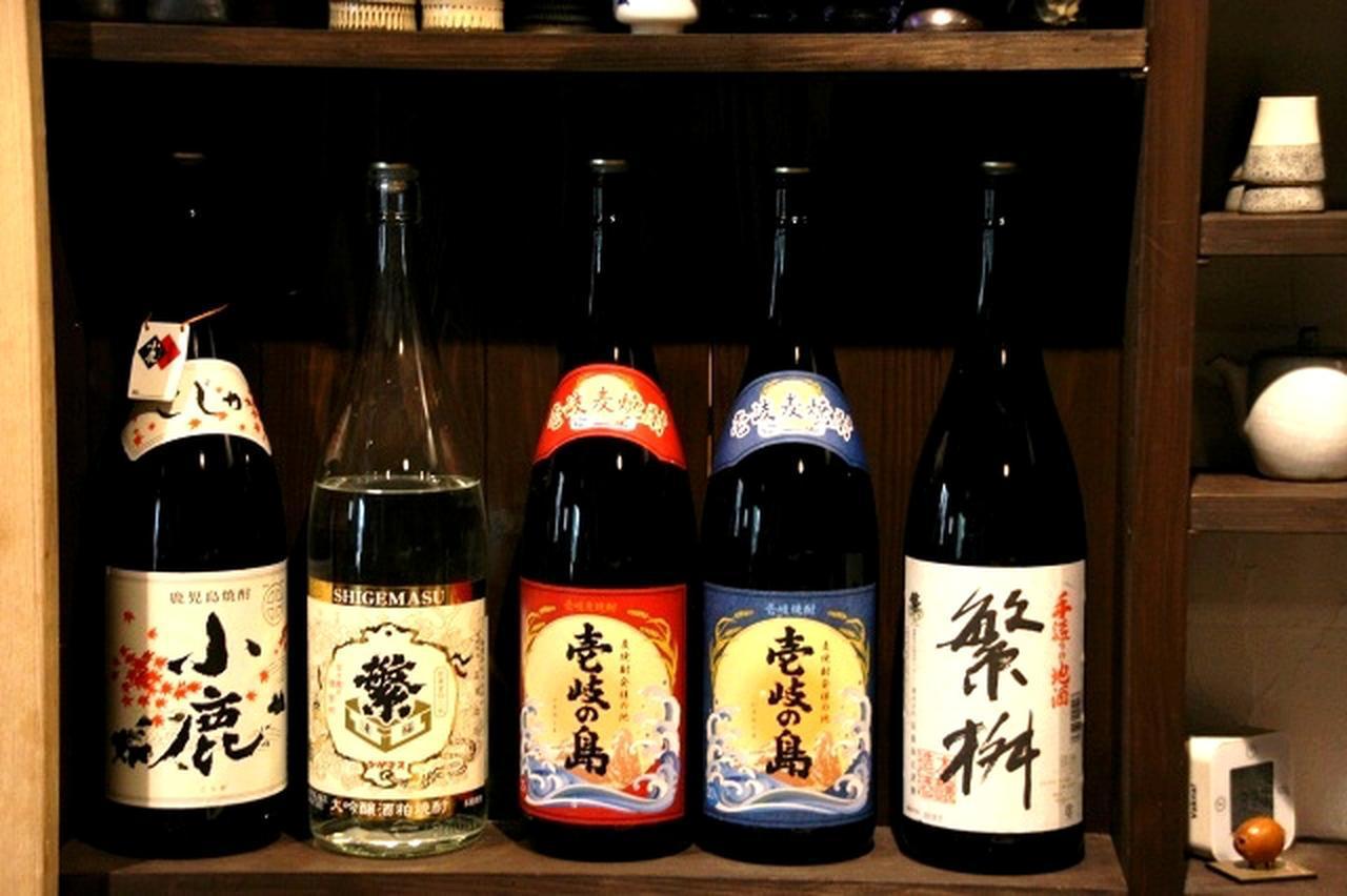 画像: ビールもあるが、福岡に来たら、せっかくなので地元や九州、そして壱岐の焼酎を楽しむのもまた一興