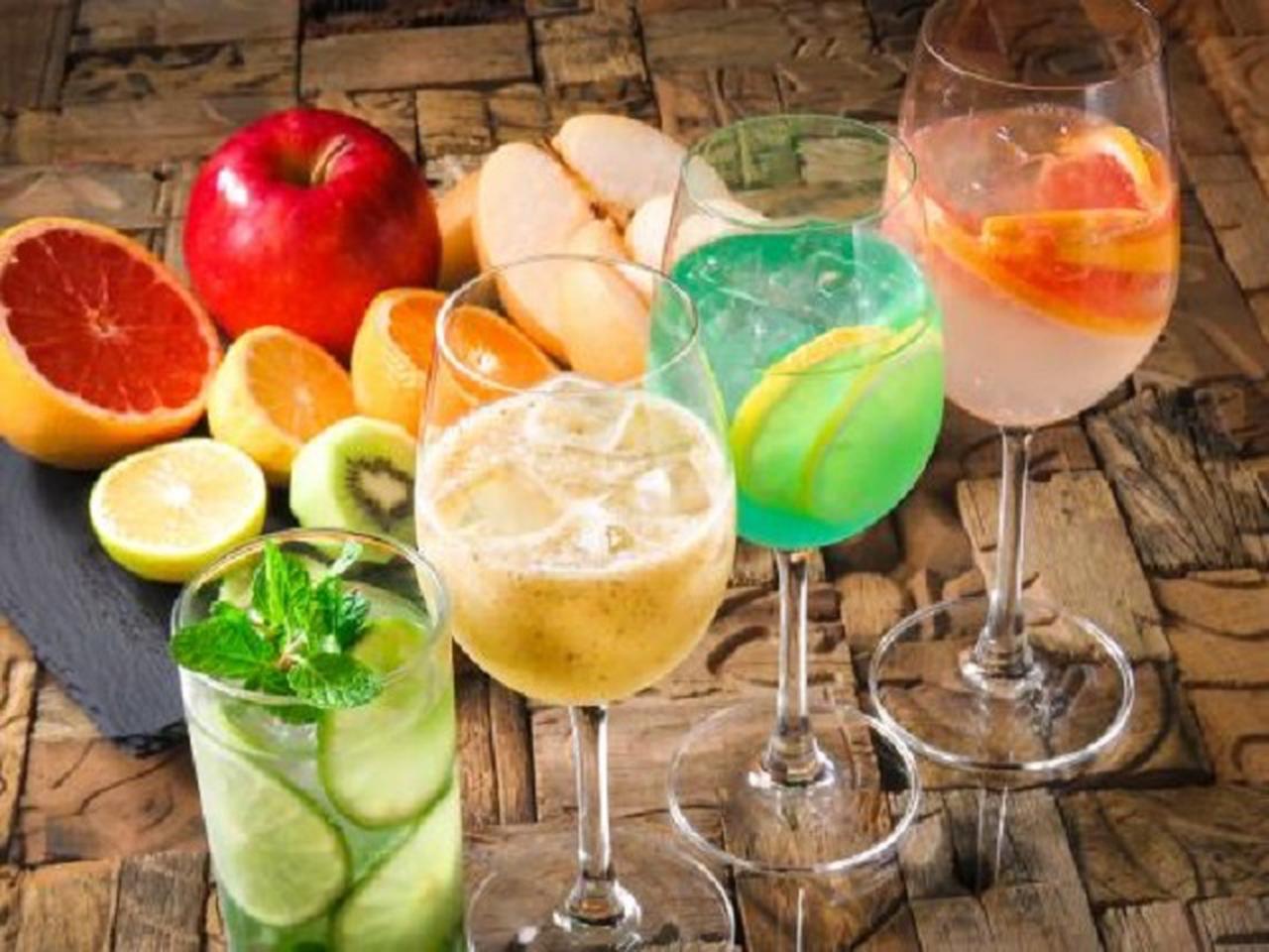 画像: スペイン産樽生ビールや自家製サングリア、カクテル、ワイン、シェリー、モヒートなどドリンクも豊富