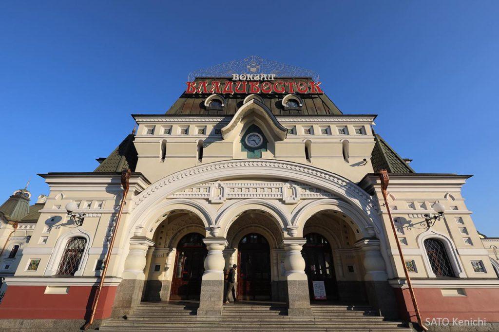 画像1: 色使いが可愛い。まずは「ウラジオストク駅舎」へ