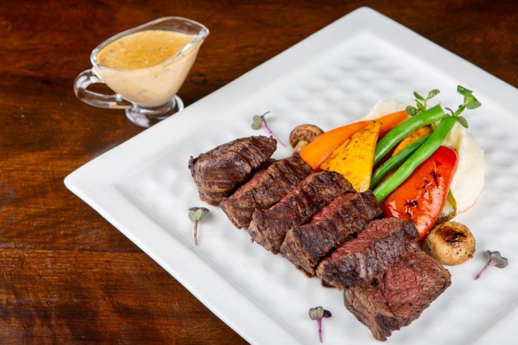 画像: 「Portland Steakhouse & Cafe」で絶品の牛肉を