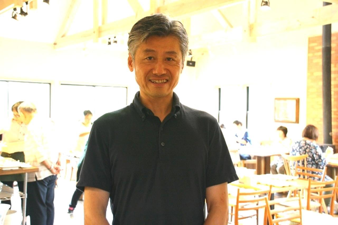 画像: 「東京の大学を卒業した後、小倉の百貨店で数年間サービスを学んだ経験も活きてます」と杉本利雄さん