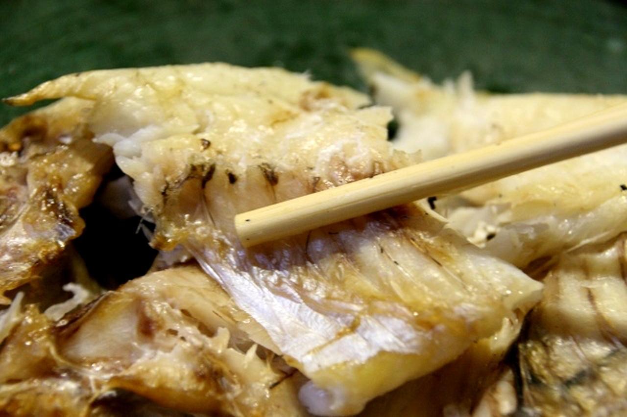画像: 大ぶりで、厚みもあって、食べ応えあり。焼き加減と優しい塩分もバランスの良いテイストを保つ
