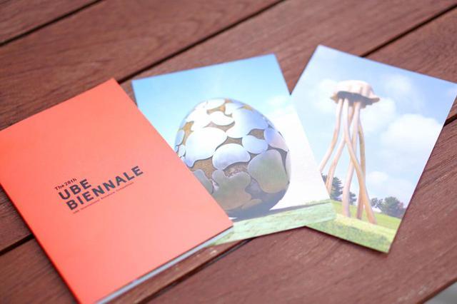 画像: 第28回のポストカードブック(990円)はミュージアムショップで購入できる
