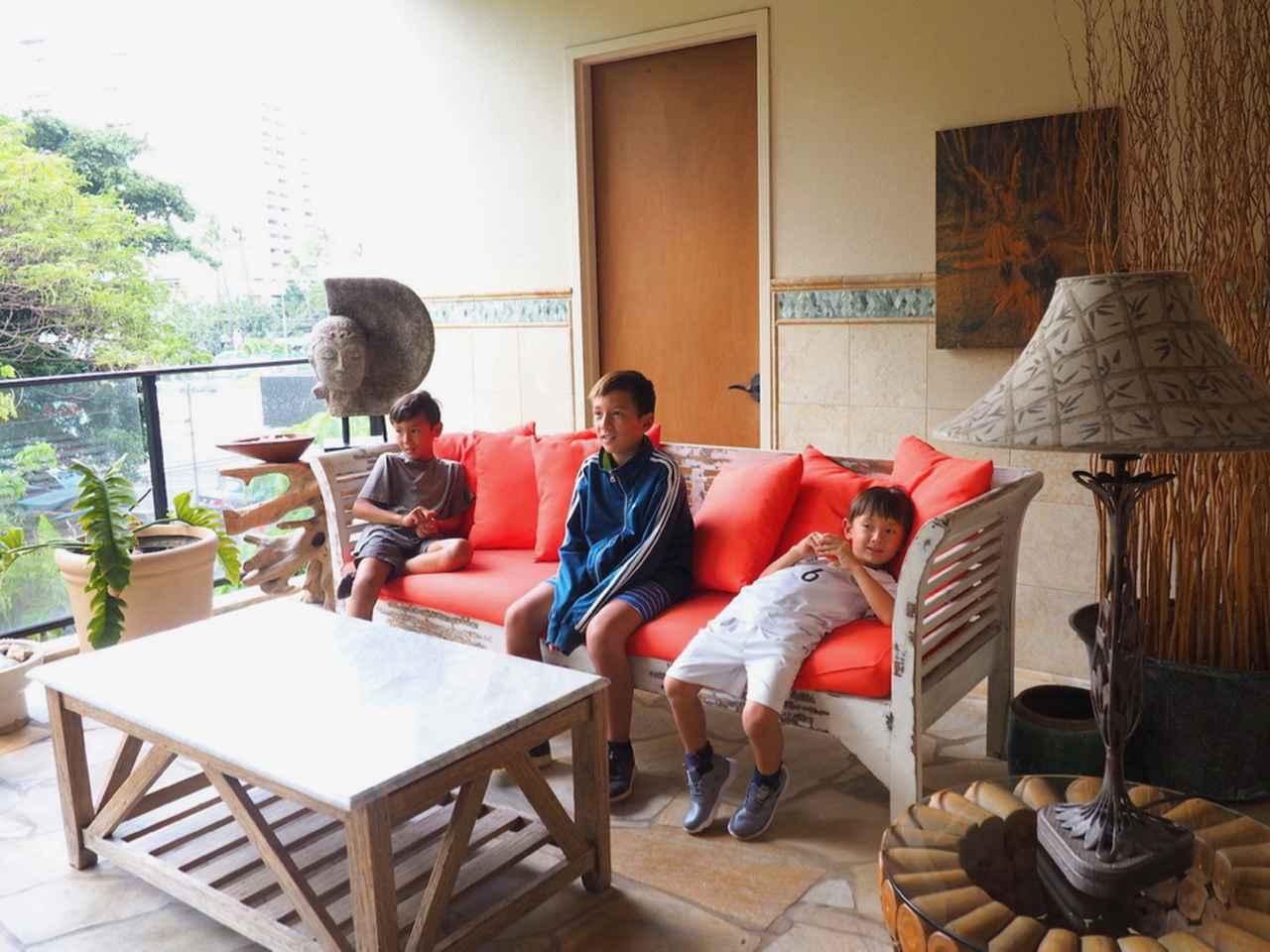 画像2: 高級コンドミニアムの部屋を紹介。広々とした寝室やキッチン