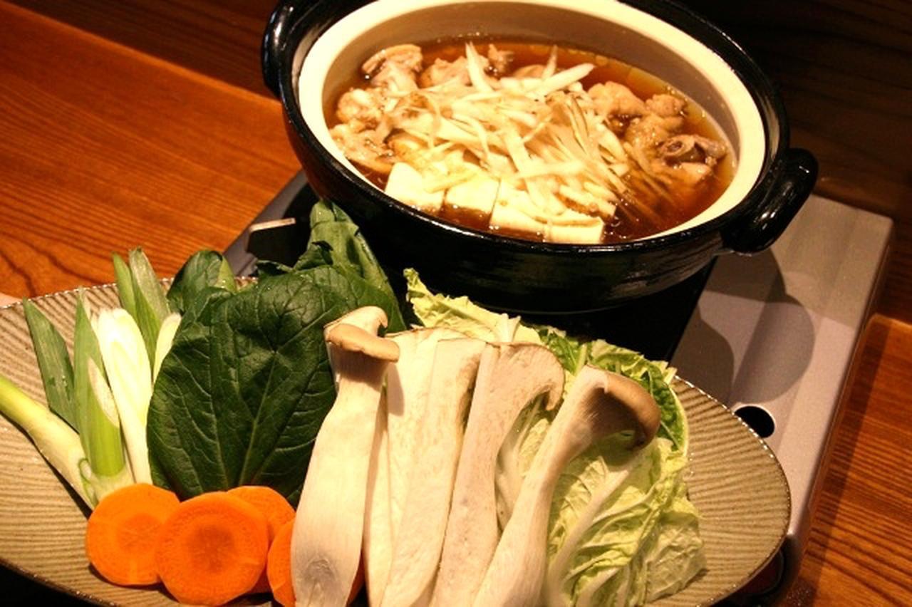 画像: 「壱岐の郷土料理「ひきとおし」鍋」。華味鳥とごぼう、豆腐、野菜の旨みと、甘辛な味付けが後をひく