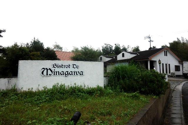 画像: 福智町の中でも県道沿いなどではなく、まさに隠れ家的な立地。自然豊かな地にポツンと佇む一軒家