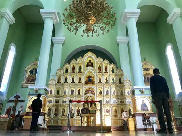 画像1: ウラジオストク最大の「パクローフスキー教会」のミサで綺麗な歌声を堪能
