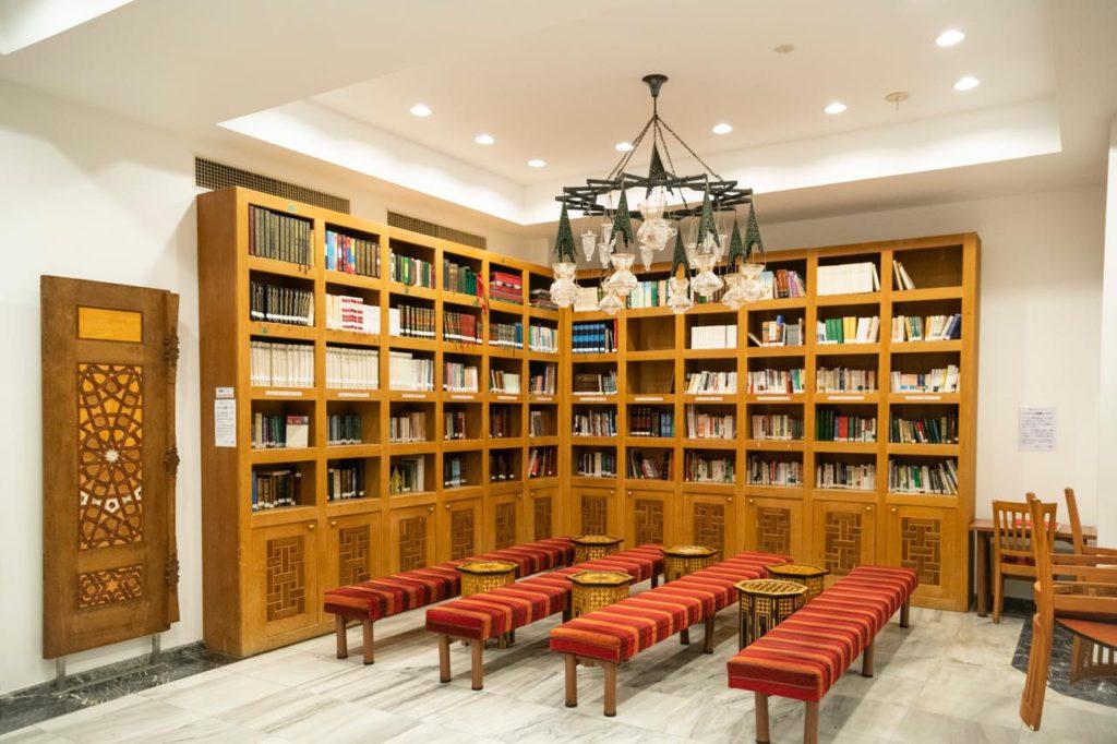 画像: イスラムの書籍を閲覧できるスペース