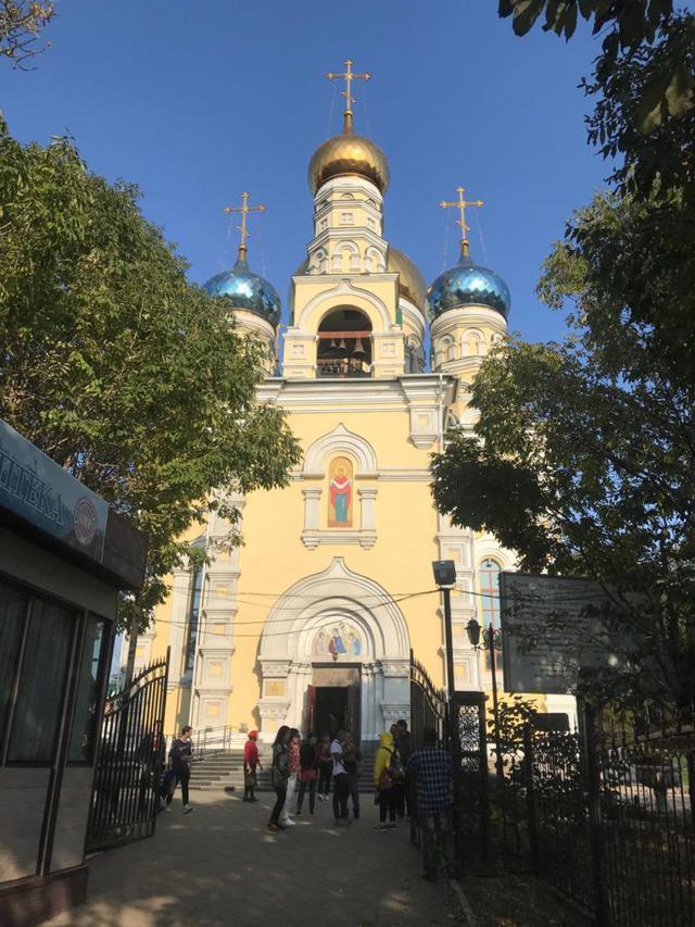 画像2: ウラジオストク最大の「パクローフスキー教会」のミサで綺麗な歌声を堪能