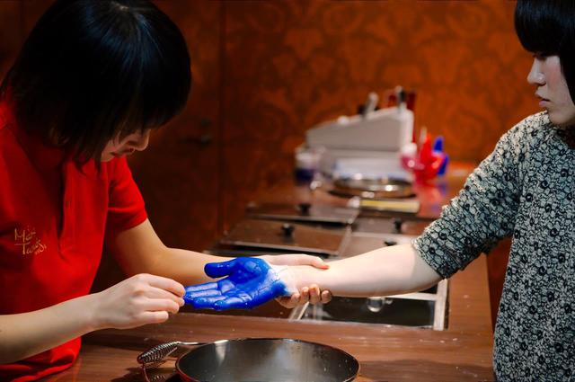 画像3: The images shown depict wax figures created and owned by Madame Tussauds.