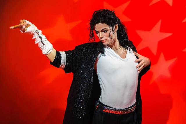 画像2: The images shown depict wax figures created and owned by Madame Tussauds.