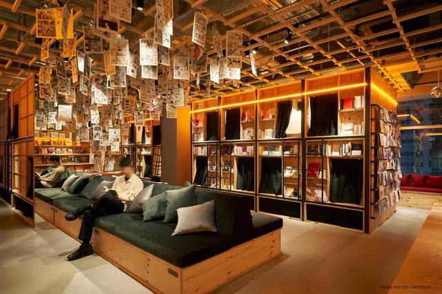 """画像1: 【新宿】オシャレな空間に本がズラリと並ぶ""""泊まれる本屋""""「BOOK AND BED TOKYO SHINJUKU」"""
