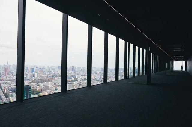 画像: 渋谷スカイ内のカフェ、お土産SHOPも要チェック