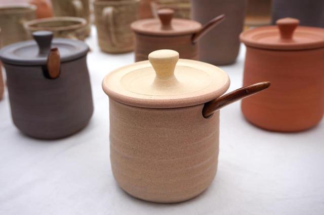 画像: 新荘川焼の塩つぼ:いつでもサラサラをキープ。土が呼吸する土佐の塩つぼ