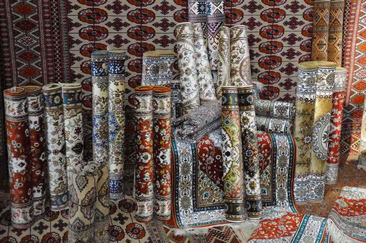 画像1: 【トルクメニスタンのお土産】国旗にも描かれている手織りの絨毯がおすすめ