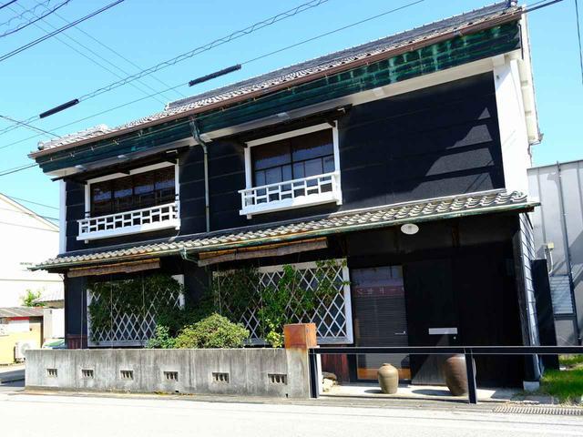 画像: 御成街道沿いにある古民家を改装したフレンチレストラン「カフェ・アジール」。