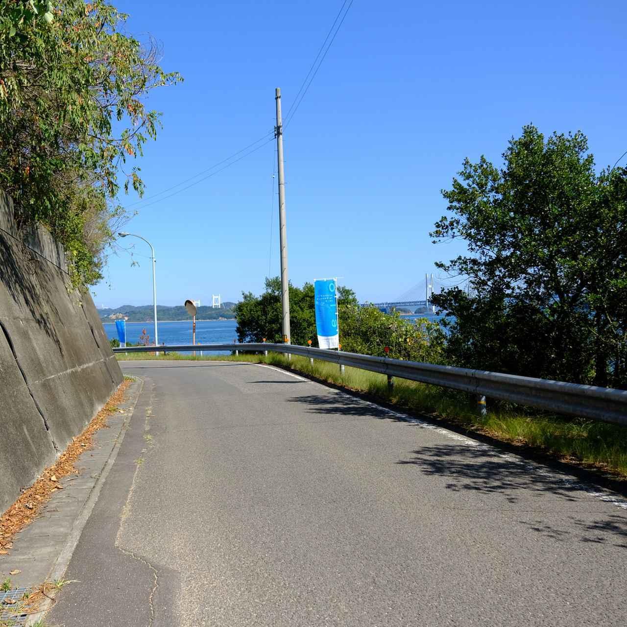 画像: 右に瀬戸大橋を観ながら笠島方面へ。
