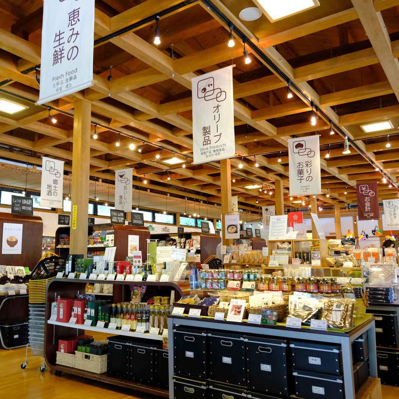 画像: 他にも小豆島の醤油やオリーブ製品、うどん、お菓子、日本酒、生鮮食品などもありますよ。