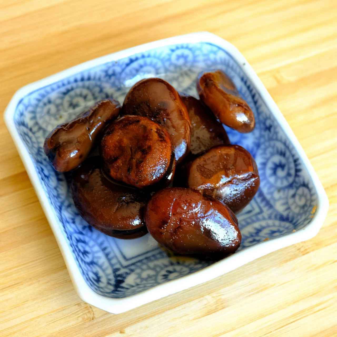 画像: 乾燥させたそら豆を煎って醤油と砂糖で甘辛く煮たもの。栗のような食感とみたらし団子のたれのような味です。